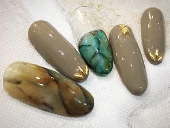 7.ターコイズ×グレーの天然石ネイル