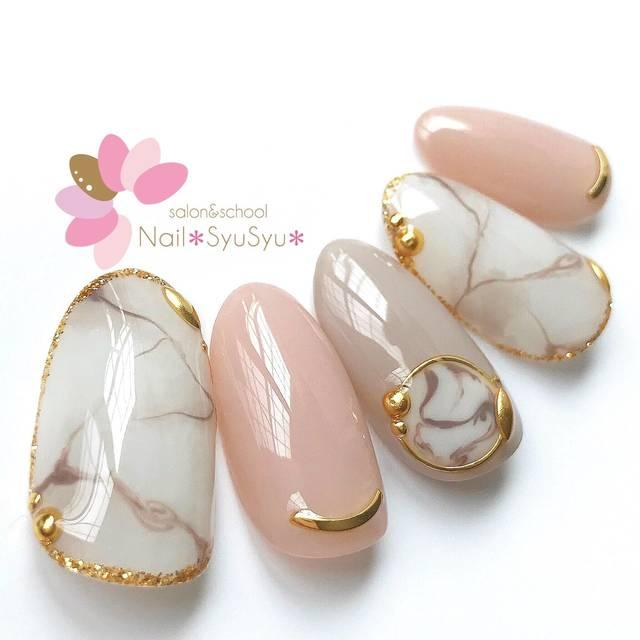 13.ピンク×グレージュの天然石ネイル