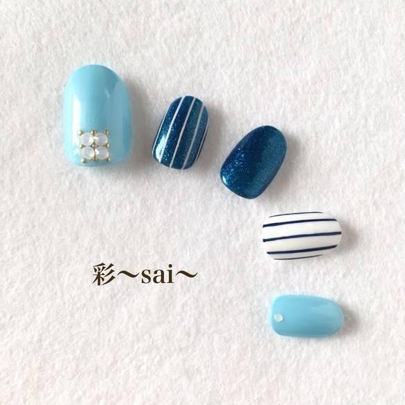 34.夏にぴったり☆ブルーのストライプネイル