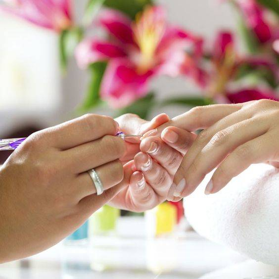 Transition Your Manicure from Winter to Spring   Manicure   Manicure at home, Nail spa, Nail designs (37999)