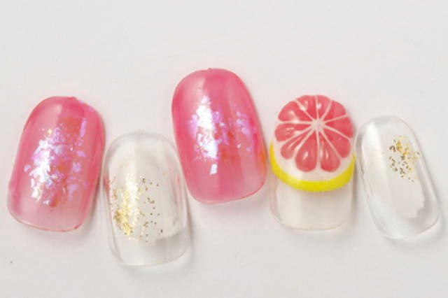 1. ピンクグレープフルーツのジューシーネイル