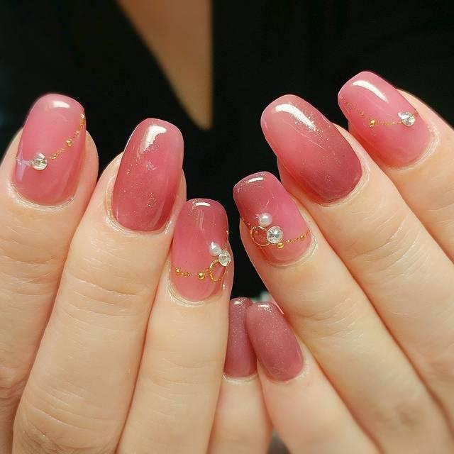 8. ちゅるんとピンクでジューシーネイル