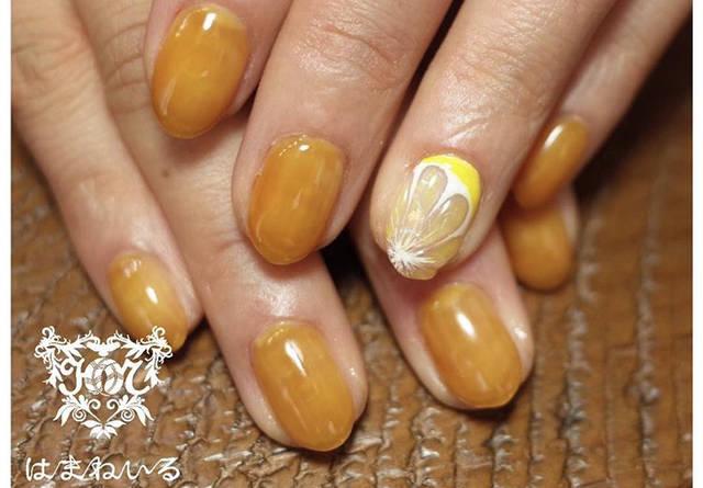 31. レモンカラーのジューシーネイル