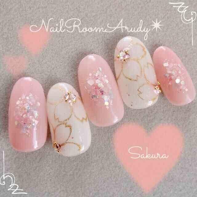 9.桜がモチーフの春ネイル