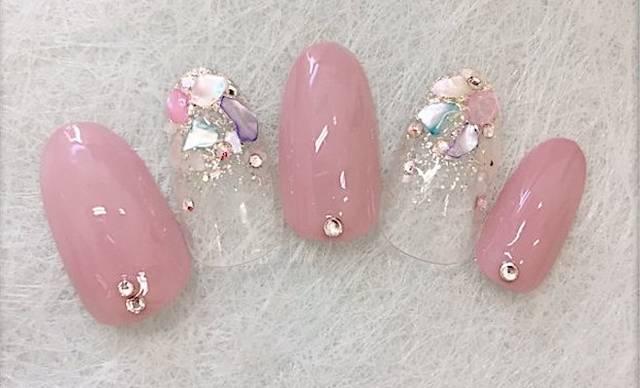12.透け感×ピンクの春ネイル