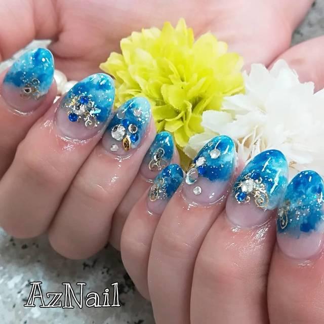 37.鮮やかなブルーのマーブルネイル♪