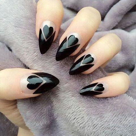 ハートが可愛い黒フレンチ