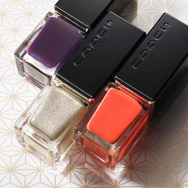 "SUQQU〈スック〉 on Instagram: ""指先に春が宿る。 ネイル カラー ポリッシュ春の限定色は 目を惹きつける鮮やかな色、輝き、透明感の3色。  2018春カラーコレクションは1/12(金)より全国予約開始です。  右から左へ ・104太陽華 -TAIYOUKA ・105儚月 -MOUGETSU ・106水紫…"" (20123)"