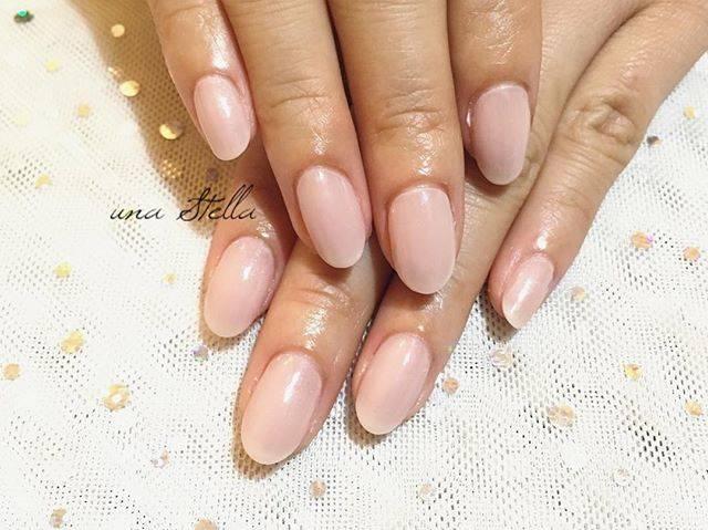 白みピンクの単色ネイル