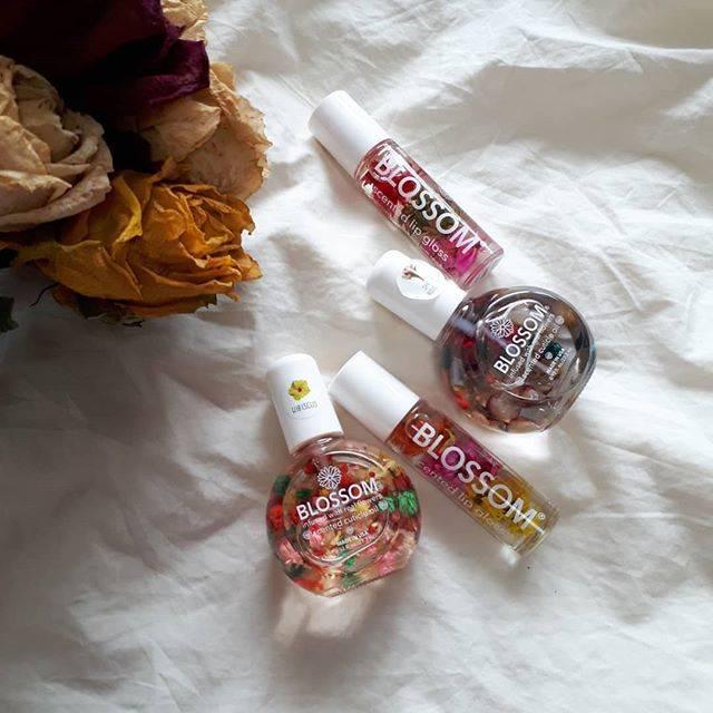 """아이리 on Instagram: """"お店閉店するって知って、 急いで買いに行ったやつ🛒👶🏻 ほんとに全種類買おうかと思ったぐらい 可愛い😢💐 .  #candyblossom #cosmetics #cosme #flowers #lipgloss #cuticleoil #nail #cute…"""" (20536)"""