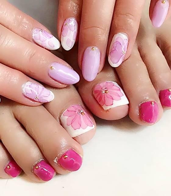 """yumi on Instagram: """"#New#nail#nailstagram#💅#たらしこみネイル#flower#フラワー#フラワーネイル#ピンクネイル#pink#ラベンダー#ラベンダーネイル#white#フットネイル#👣#spring#🌸☂️だけど これからお出かけ❤️"""" (20678)"""