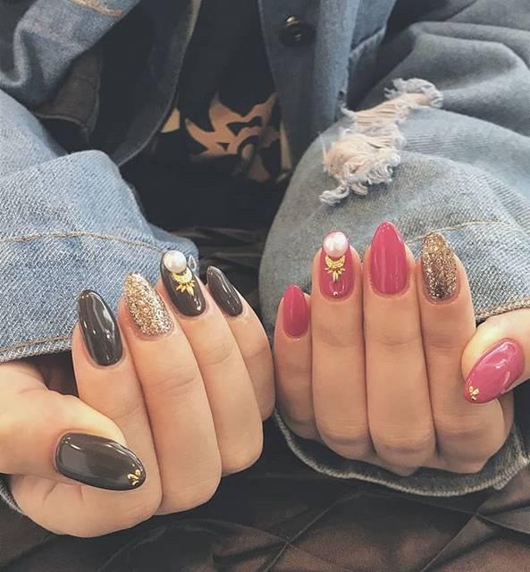 """YUKI on Instagram: """"🆕 めっっっっちゃ可愛い💅 最近の爪がずっと平面で 凹凸が恋しかった~😳 最近ずっとアシメネイルはまってる~ ピンクじゃなくて緑なら ミキに出来た今更気づく、、、 でもこの色味、最高に可愛い ラメも作ってくれたありがたや👏👏 その後に下まつ毛、まつげカール~…"""" (20720)"""