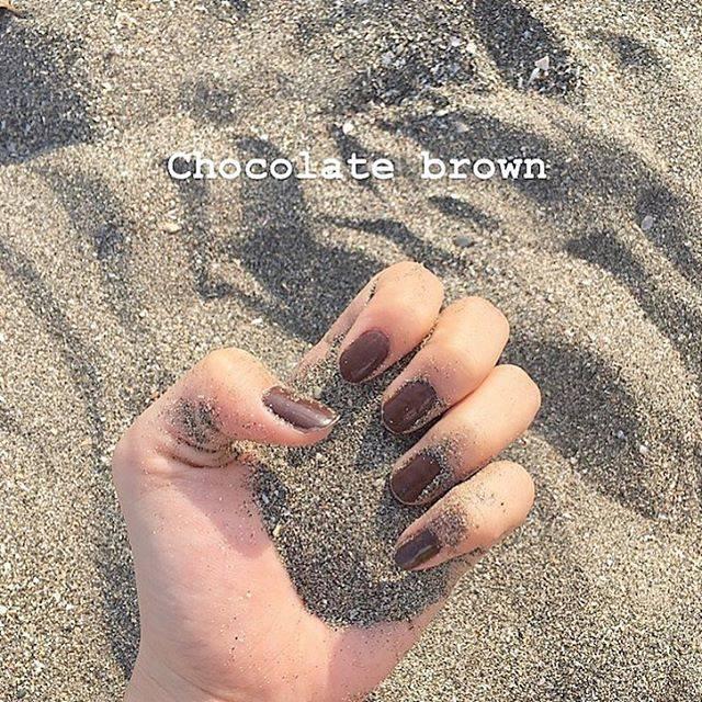 """you on Instagram: """"なんか消えちゃったのでもっかい、、😢 ᯾ chocolate brown nail ᯾ 季節感なんて全く気にせずに塗りたい色を塗っちゃうタイプ💅 本当は水色を塗りたかったんだけど、持ってた色が イメージとは違ったからずっと塗りたかった chocolate…"""" (20724)"""