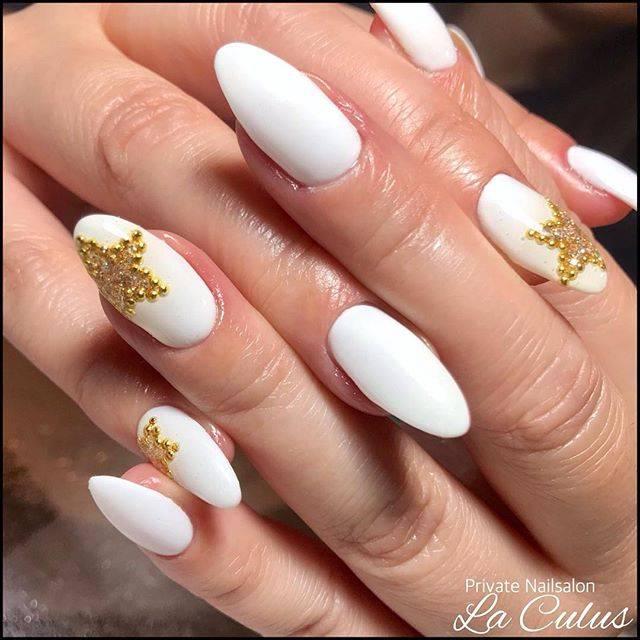 """Miho-ラ・キュラス- on Instagram: """". nails. . . パッと目を引くホワイトに星が素敵なデザイン⭐︎ 一度自爪がかなり短くなっていたのですが やっと綺麗に長さが戻りました💅 . #laculus #お客様ネイル #ホワイトネイル #個性派ネイル #スターネイル . #ネイル #ジェル #ジェルネイル…"""" (20853)"""