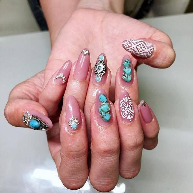 "ʏᴜɪᴘᴏ on Instagram: ""..new nails💅ターコイズとクロッシェやりたいってゆって、あとはお任せでやってもらったんだけど可愛すぎて😭😭.#new #nails #💅#ターコイズネイル#クロッシェネイル"" (20882)"