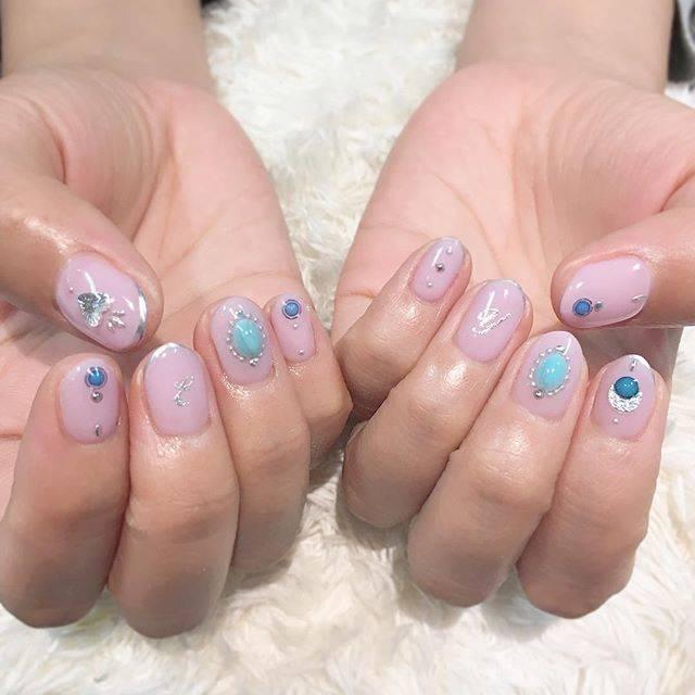 """nail_wataya on Instagram: """"夏を先取り🌞  親指のシルバーハートがお気に入りでよくおすすめしちゃいます💓  #nail#nails#ネイル#ネイルアート#ジェルネイル#ネイルデザイン#ショートネイル#カジュアルネイル…"""" (20899)"""