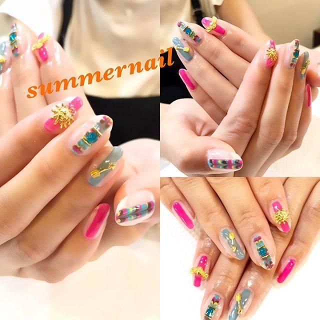 """namiho motonaga on Instagram: """"ミサンガみたいな💛💙❤️💅これほんとに可愛い♫❤️💛💙╰(*´︶`*)╯♡夏よ終わらないで(´༎ຶོρ༎ຶོ`)(´༎ຶོρ༎ຶོ`) #swarovski#夏カラー#nail #like4like#nailart #nailsalon #naildesigns…"""" (21007)"""