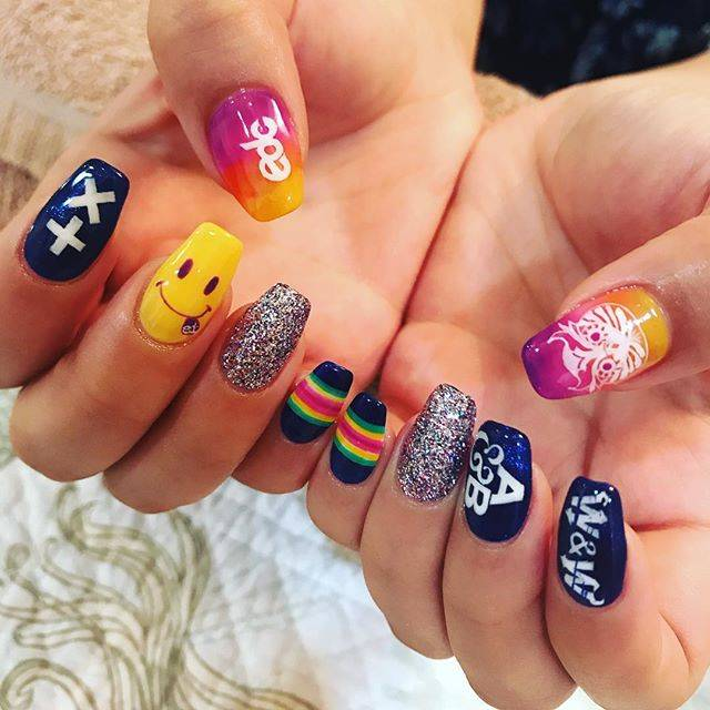 "Ayaka.s on Instagram: ""#newnail #edcnails #nail #手書き. #フェスネイル  #EDC #martingarrix #wandw #aboveandbeyond  #アロハルアナ #大宮 #dayoff . . 今回はEDCに参戦するので EDCネイル💅💞…"" (21201)"