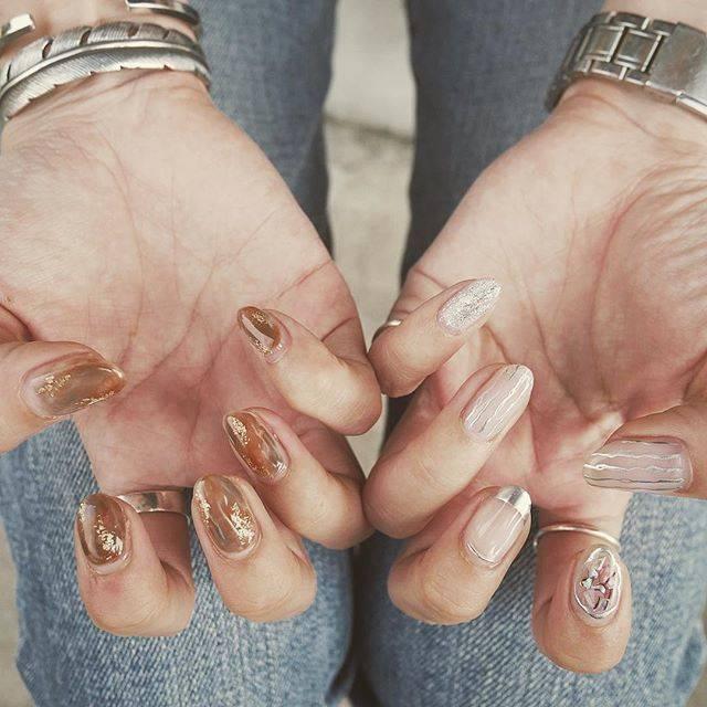 """ayaka on Instagram: """"* *  New nail ☺︎ . テーマは夏と秋🌞🍂 .  右手はブラウンで秋っぽく 左手はクリアで夏っぽく♡ .  かわええ🤤🤤🤤 .…"""" (21263)"""