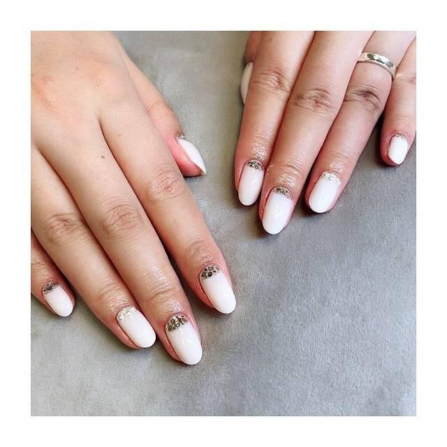 Mayumi NailistさんはInstagramを利用しています:「ブライダルネイルが好きなお客様(^-^) 結婚はまだですが…って。 ぜんぜんオッケーです(^-^)女子はキラキラ好きですよね♡  #ネイルサロン#nail#nailsalon#naildesign…」 (22445)