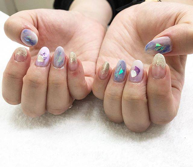 "Mayumi Ikejima on Instagram: ""お客様ネイル💅 #鶴瀬ネイル#富士見市ネイル #三芳町ネイル#東上線ネイル #自宅ネイルサロン  #乳白色ネイル  #パープルネイル #紫ネイル #シェルストーン  #シェルネイル #オーロラシート #ラメ #シルバーラメネイル  #nail#nails…"" (23034)"