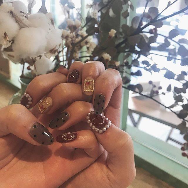 "@shie_mo_ri on Instagram: "". . New💅✔️❤️ . #ネイル #newnail #nail #flower #ドットネイル #ドット #dot #perl #パールネイル #お洒落 #fashion #cute #花のある暮らし #rili_tokyo #mery #お洒落さんと繋がりたい…"" (23336)"