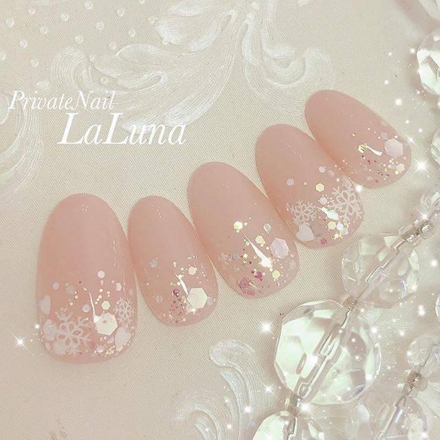 2.ピンク根元雪の結晶ネイル