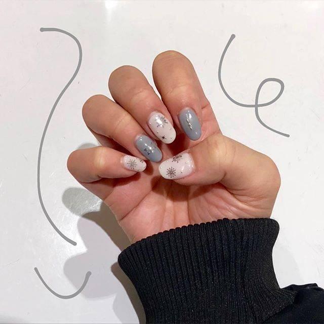 "Miyu on Instagram: ""・・・次は何にしようかな~🤔💭月1の楽しみ❤︎・・#nail #冬ネイル #冬ネイルデザイン #雪の結晶ネイル #シンプルネイル#ジェルネイル #ネイルデザイン"" (25422)"