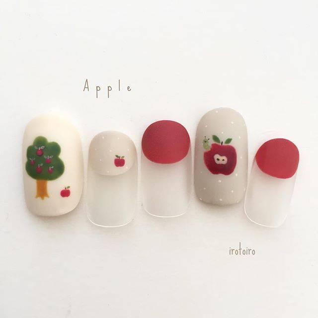 1.個性派りんごネイル