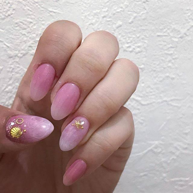 26.ピンクドロップネイル