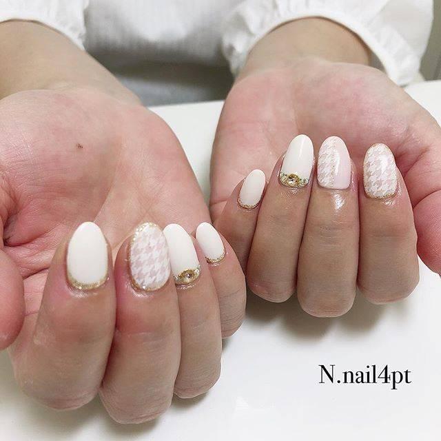 18.ホワイト千鳥格子ネイル