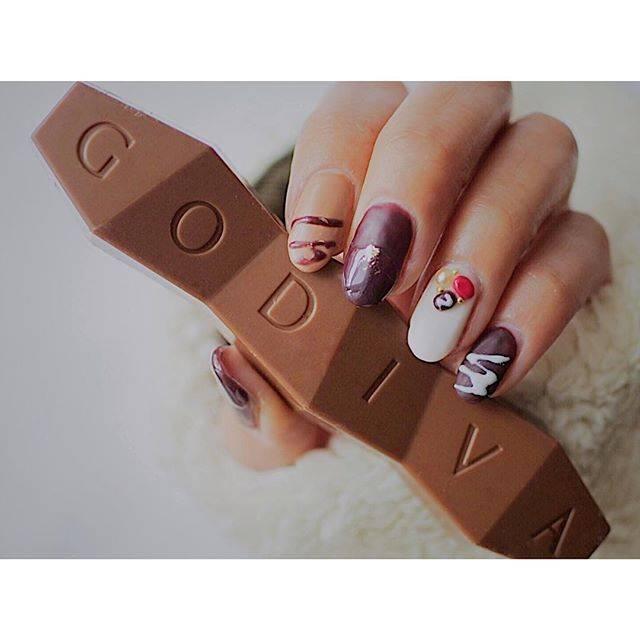27.チョコレートネイル