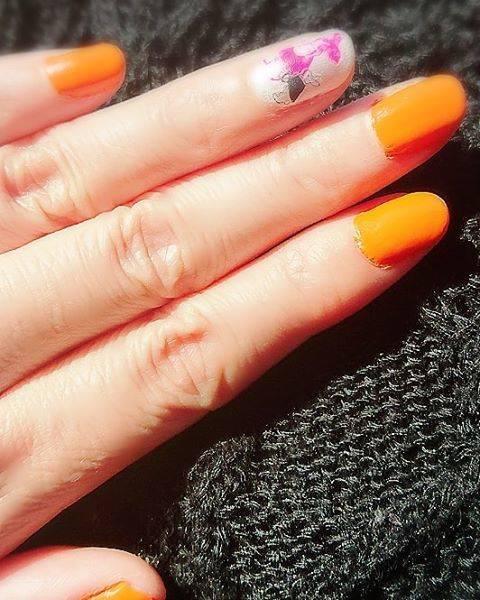 38.オレンジ×アリスダイソーシールネイル