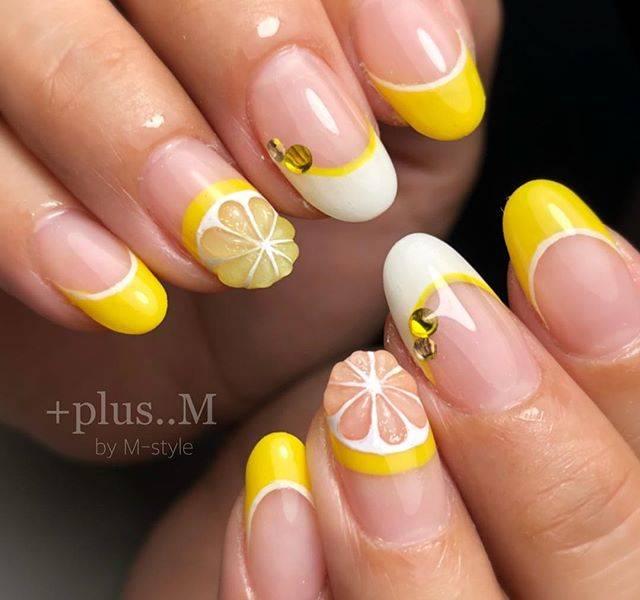 29.レモンの元気なフルーツネイル