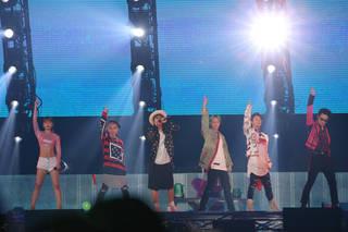 32万人を動員したAAA初の4大ドームツアー「AAA DOME TOUR 2017-WAY OF GLORY-」を収録したDVD&Blu-rayが2018年発売決定!