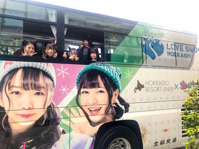 わーすた初のラッピングバスが東京に出現!