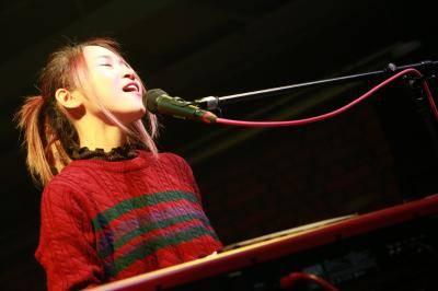 友希、杉恵ゆりか、信近エリ、中村月子、期待のシンガーソングライターが極上のクリスマスプレゼント 「Livin' on Live Vol.4」【SINGER SONG WRITER編】レポート