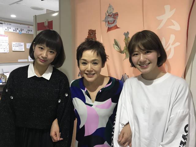 大竹しのぶと美人すぎる劇団員との3ショット が話題!