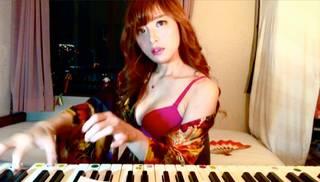 過激すぎるセクシー花魁はR18!? エロすぎるジャズピアニストが最新マル秘動画公開!