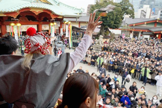 DJ KOOが鬼にも神対応!神田明神節分祭でDJ風の豆まきコールを披露!
