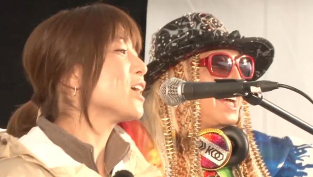 DJ KOOのステージでhitomiがコラボ!CANDY GIRLで会場は大熱狂!