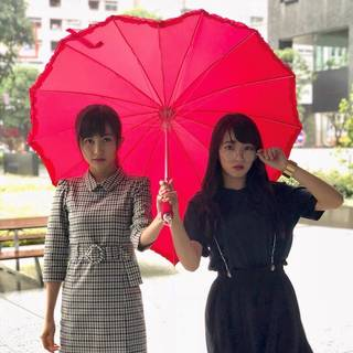 ハートのアンブレラで素敵な雨の日の過ごし方を提案!元GEM金澤有希・小栗かこの投稿にファンが大喜び!これぞ本物の相合い傘!?