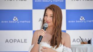 人気モデルNikiが美白ボディを披露! 海の家でこの夏注目の美容ケアについて語る
