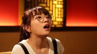 新激辛クイーン誕生!?『激辛グルメ祭り2018』のCMで激辛グルメを堪能する眼鏡姿の女性は誰?
