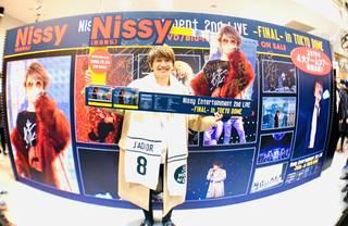 Nissy(西島隆弘)、クリスマスイブのプレゼント!本人自らのサプライズ企画! 1日で移動距離約2,800km!自身初、5大都市のCDショップを訪店!