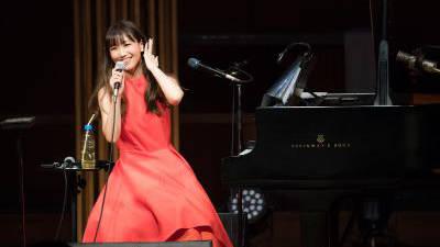 """大塚 愛、X'masの夜に「愛」を込めた暖かい魔法のような一夜。ピアノ弾き語りライブ """"AIO PIANO""""開催!"""