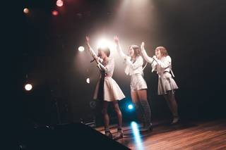 kolme 2019 年初ワンマンで新衣装、新曲「Tie me down」を初披露
