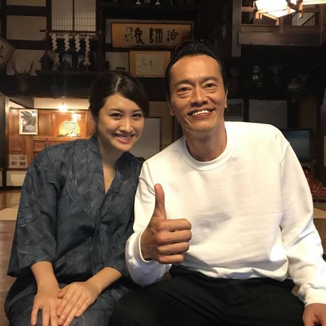 飛鳥凛、現在放送中のドラマ「さすらい温泉 遠藤憲一」のオフショットが話題!!