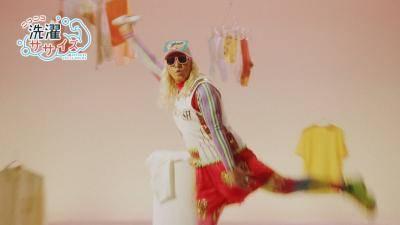 DJ KOOが1人4役で「洗濯ササイズ」を披露