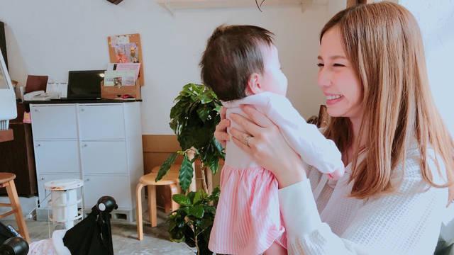 """丸高愛実と愛娘の""""クシャ顔""""写真に癒される人が続出「かぁわぁいぃ~」"""
